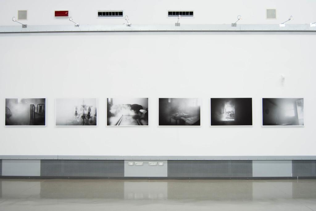 Exhibition view | RICARDO MIGUEL HERNÁNDEZ, Viviendo con il nemico, 2006
