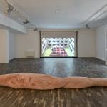 Rita Casdia, Fleshmellow, 2017 pelliccia sintetica, polistirolo, lunghezza m 6, diametro cm 80. Courtesy l'artista e Nuvole incontri d'arte